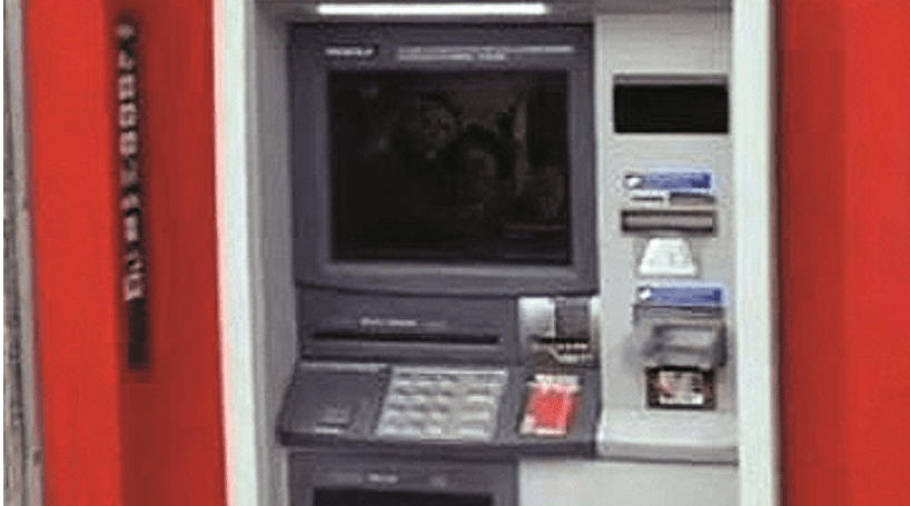 Empreiteiro fica preso dentro de multibanco