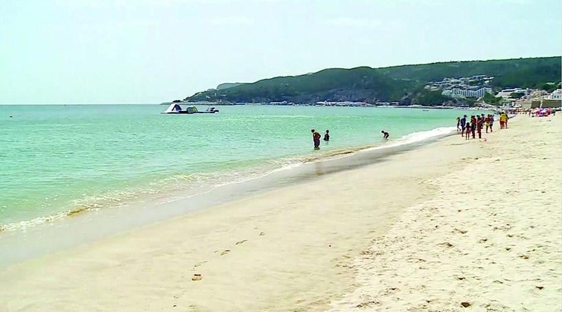 Bactéria impede banhos em praia de Sesimbra