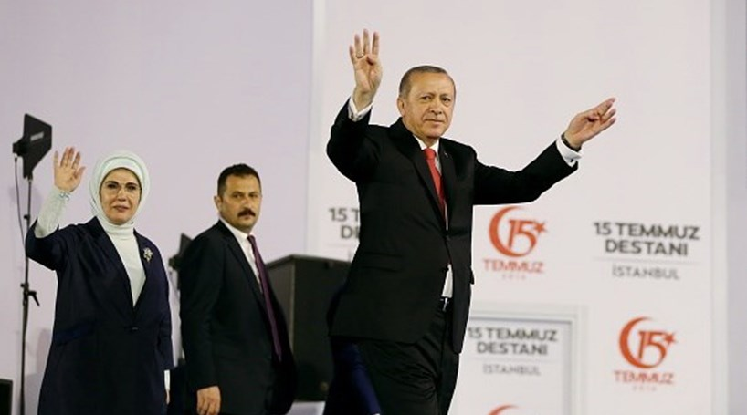 Presidente turco ameaça arrancar cabeças aos golpistas