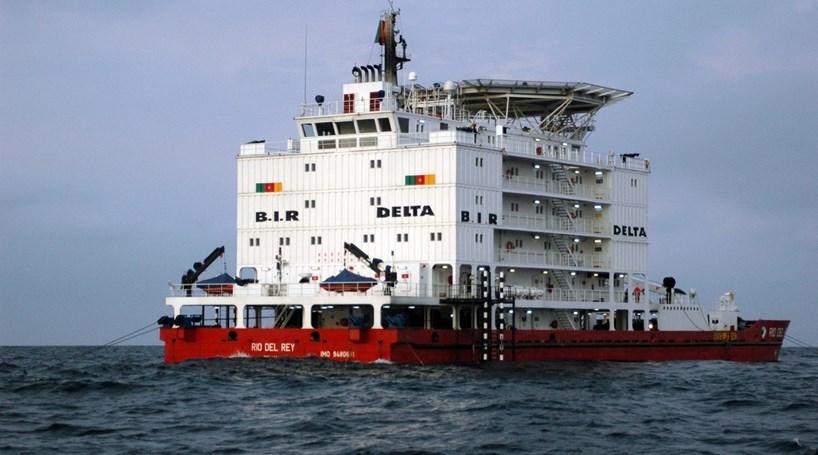 Dezenas de desaparecidos após afundamento de navio da marinha camaronesa