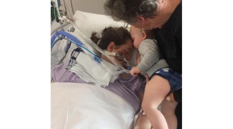 Bebé dá o último beijo à mãe antes de esta morrer