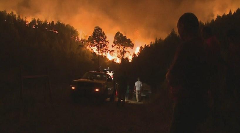 Dezenas de pessoas retiradas devido a incêndio de Oleiros