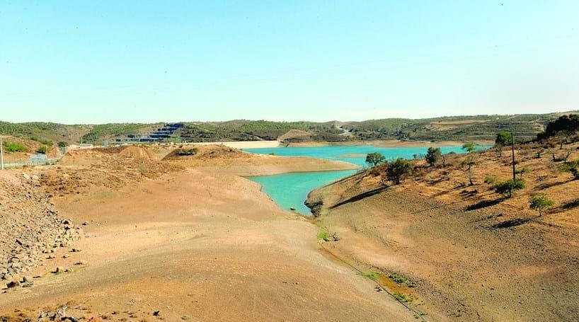 Resultado de imagem para Seca obriga 15 municípios a racionar utilização de água