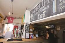 Ao 'Mergulho', um bar com muitas supresas