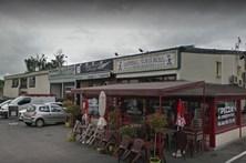 Condutor que lançou carro contra pizaria em França em prisão preventiva