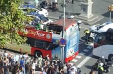 Veículo atropela dezenas de pessoas no centro de Barcelona