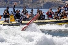 Garrett McNamara surfou onda mais longa de sempre no Rio Tejo