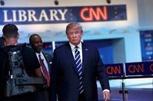 Trump volta à carga contra críticos e jornais