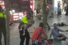 Polícia acalma bebé minutos após atentado em Barcelona