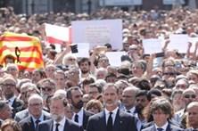 Milhares cumprem minuto de silêncio em Barcelona
