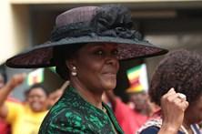 Mugabe fica sem punição por agredir modelo
