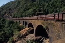 Descarrilamento de comboio no norte da Índia faz dez mortos