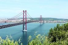 Acidente no acesso à Ponte 25 de Abril faz nove feridos