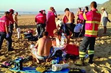 Cordão humano salva família de afogamento
