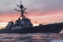 USS John S. McCain colide com navio mercante no Pacífico