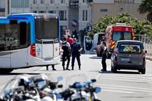 Homem atropela peões em paragens de autocarro em Marselha