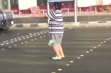 Menino de 14 anos detido por dançar 'Macarena' na passadeira