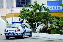 Homem parte mão a polícia