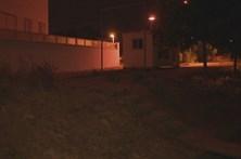 Mulher morre atropelada após deitar lixo no contentor