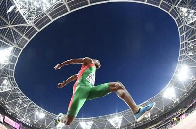 Nelson Évora ganha bronze nos Mundiais de Atletismo