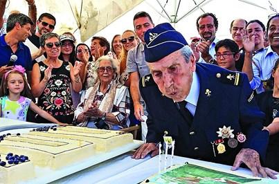 Bombeiro mais velho do País festeja 100 anos