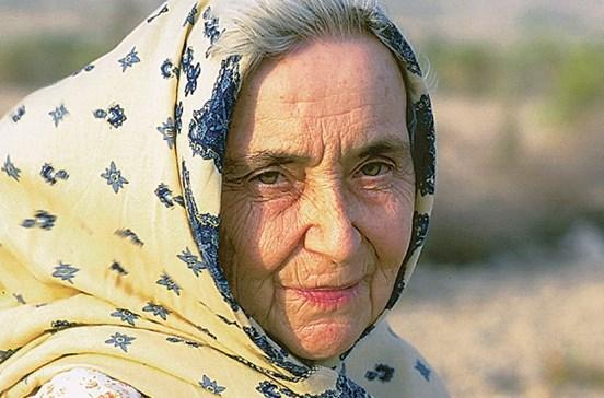 """""""Madre Teresa"""" do Paquistão morre aos 87 anos"""