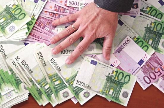 Pagar em dinheiro tem os dias contados