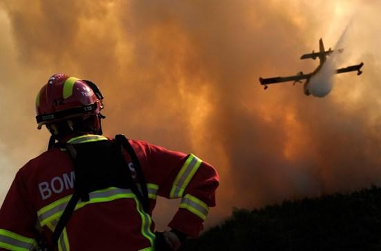 Calor extremo põe País em risco máximo de incêndio