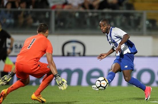 Mourinho de olho em Ricardo Pereira