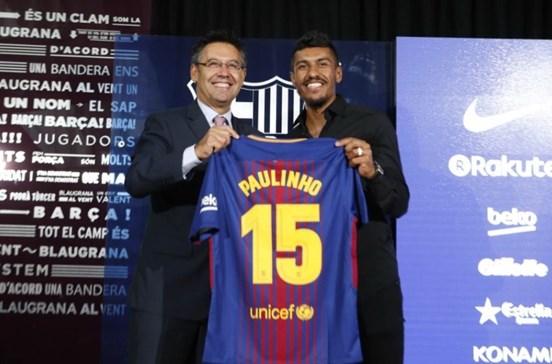 Paulinho apresentado no Barcelona