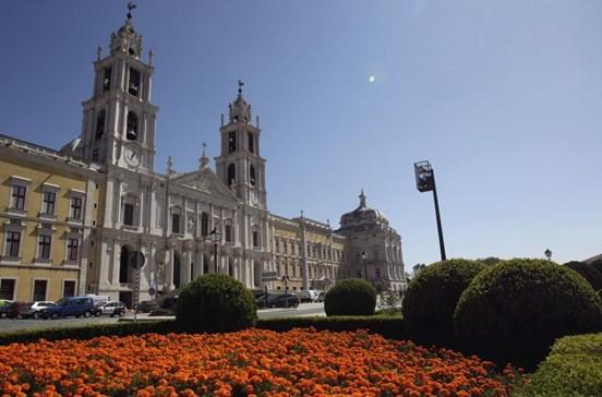 """""""Estórias"""" projetadas na fachada do Palácio de Mafra assinalam 300 anos do monumento"""