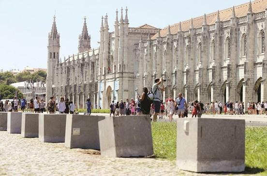 Lisboa coloca barreiras contra ataque terrorista