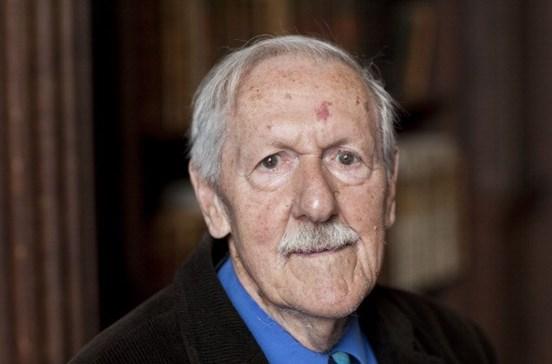Escritor de ficção científica Brian Aldiss morre aos 92 anos