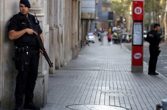 Polícia de Espanha não recebeu questões da Bélgica sobre imã de Ripoll
