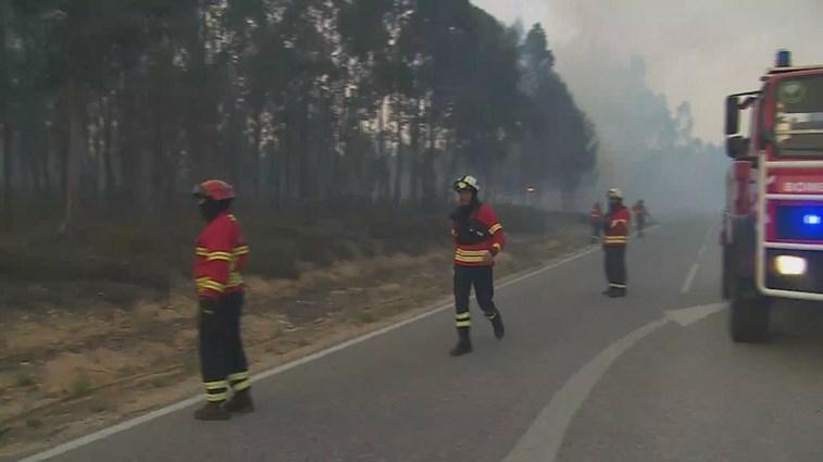 Mais de 1180 bombeiros combatem quatro grandes incêndios