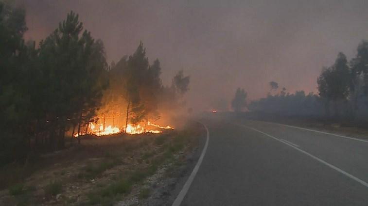Mais de 1100 bombeiros combatem 4 grandes fogos