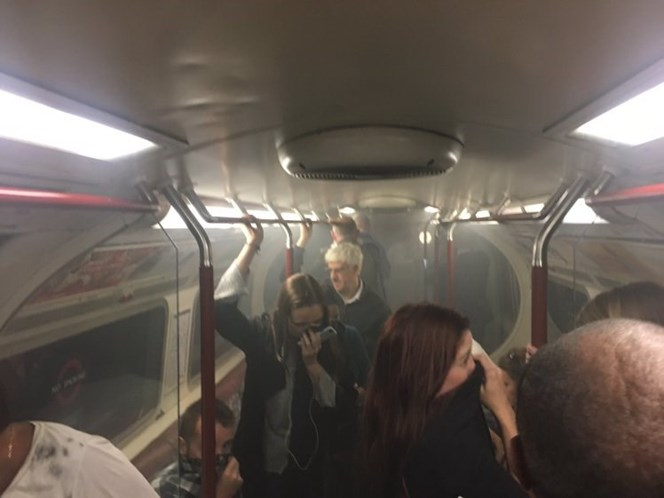 Metro de Londres evacuado por causa de incêndio — Vídeo