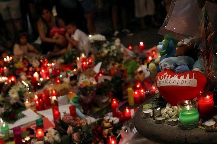 Barcelona realiza missa em memória de vítimas dos atentados terroristas