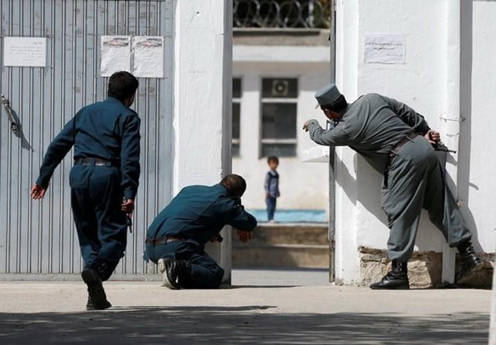 Terrorismo: ataque suicida em mesquita deixa pelo menos 30 vítimas fatais