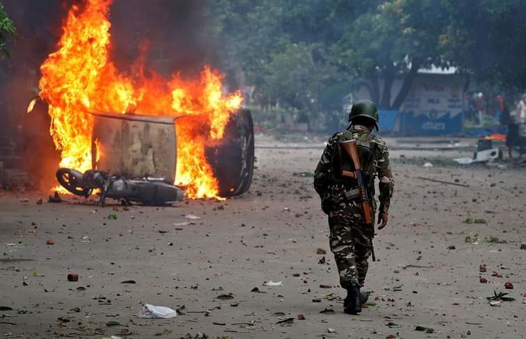 Protestos contra condenação de 'semideus' por estupro deixam mortos na Índia