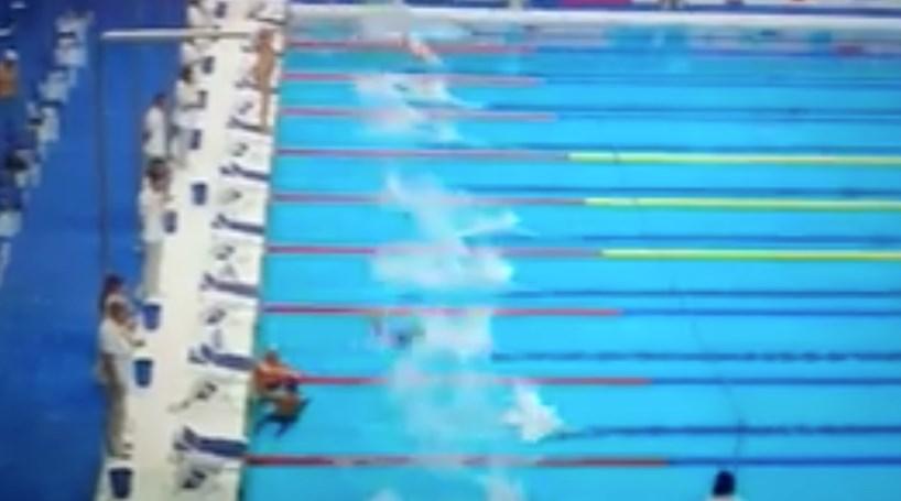 Nadador fez minuto de silêncio sozinho | Vídeo