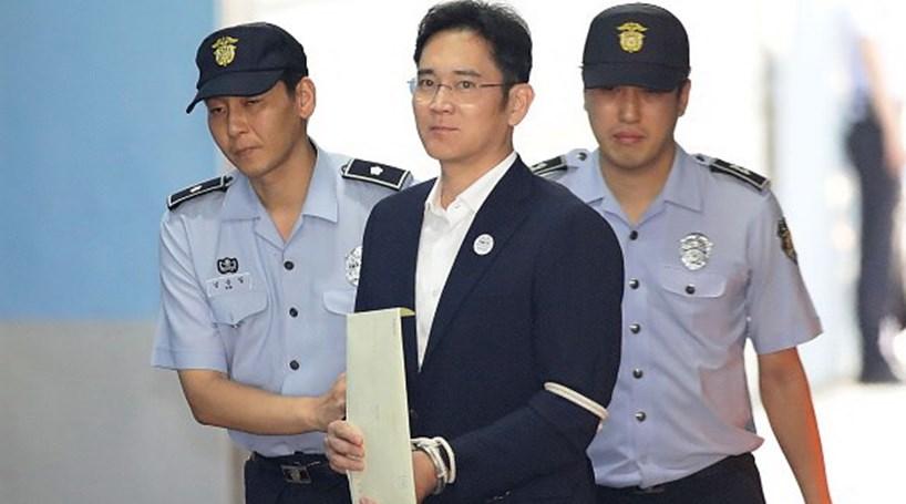 Resultado de imagem para Herdeiro da Samsung é condenado a 5 anos de prisão por caso de corrupção