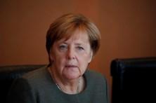 Merkel reafirma apoio ao governo espanhol e pede solução dentro da Constituição