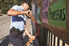 GNR retira cadeados de escola mas boicote continua