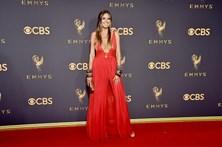 Veja as celebridades que arrasaram nos Emmy com os piores looks