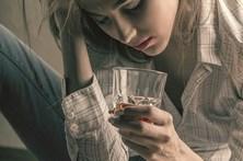 Mulheres estão mais viciadas em álcool e jogo
