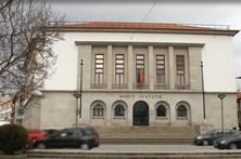 Tribunal julga mulher de empreiteiro condenado por violar filhas adotivas