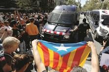 Polícia avança para travar referendo na Catalunha