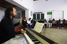 Provar a liberdade a cantar ópera