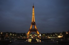 Torre Eiffel recebeu 300 milhões de visitantes desde a sua abertura
